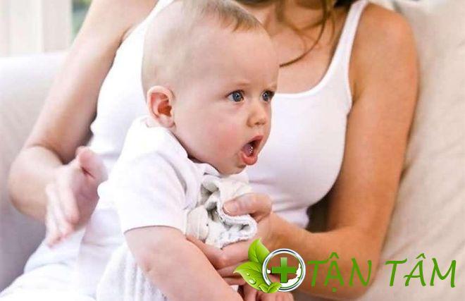 Nguyên nhân gây ho ở trẻ 3 tháng tuổi là gì?