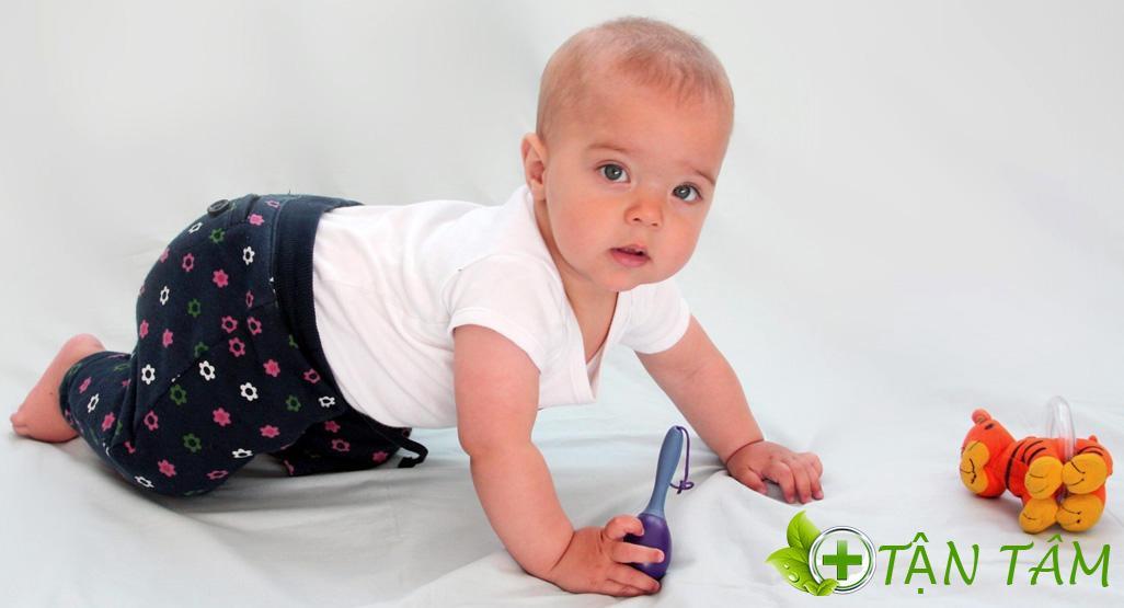 Tìm hiểu trẻ 8 tháng biết làm gì? để giúp con phát triển toàn diện nhất nào