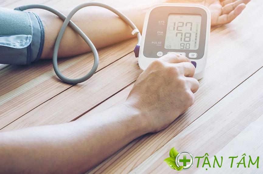 Máy đo huyết áp là sản phẩm cần thiết đối với gia đình