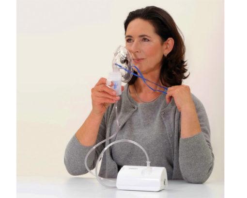Sử dụng máy xông mũi họng omron ne-c801 vô cùng đơn giản