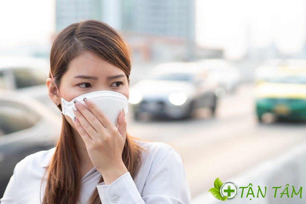 Độ ôm sát gương mặt là một trong những tiêu chí chọn khẩu trang chống bụi tốt nhất