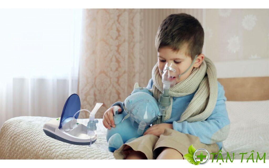 Không nên dùng chung máy xông mũi họng cho bé để tránh việc tăng nguy cơ lây nhiễm