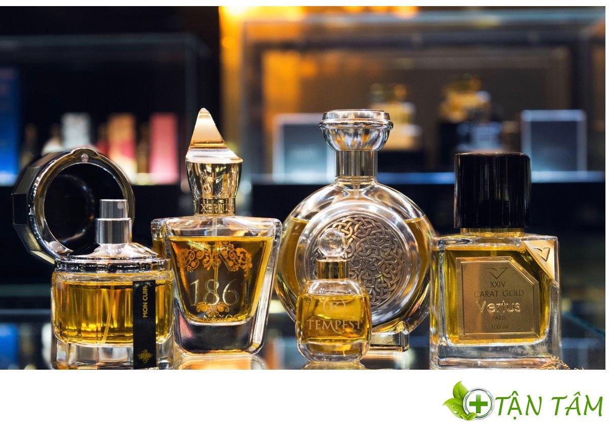 Rubbing Alcohol là thành phần không thể thiếu khi sản xuất mỹ phẩm hoặc hương liệu