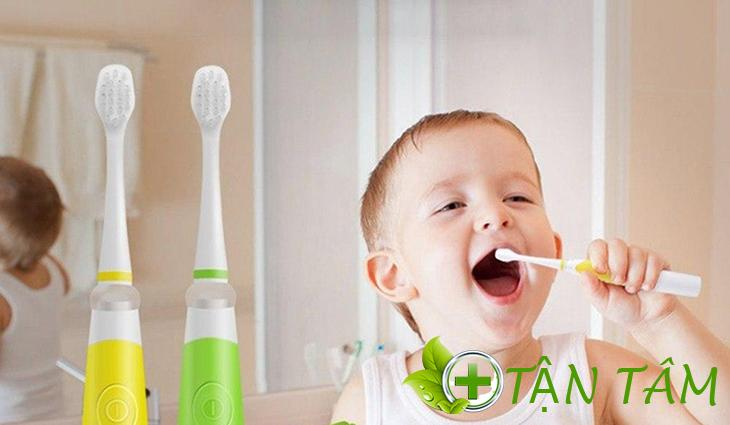 Hướng dẫn trẻ đánh răng đúng cách